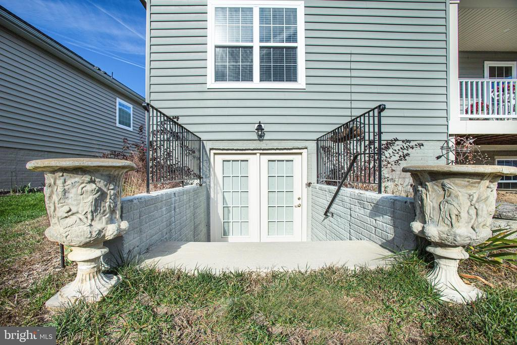 French Door walk-up to backyard - 9808 BALLS BLUFF DR, FREDERICKSBURG