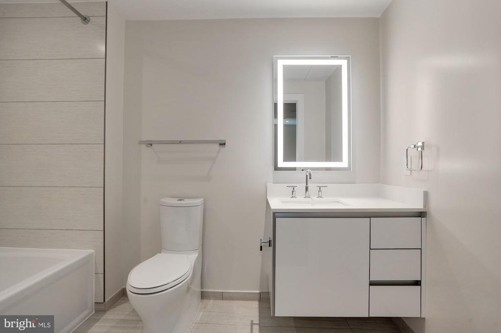 Guest full bathroom - 1745 N ST NW #410, WASHINGTON