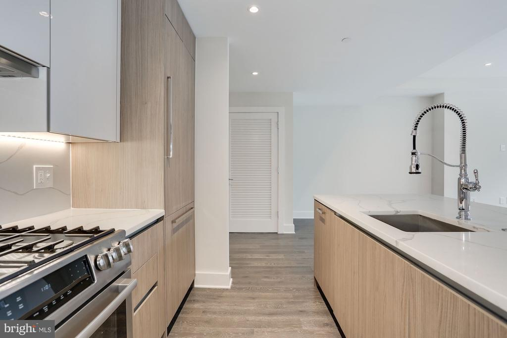 Gourmet kitchen with gas cooking - 1745 N ST NW #410, WASHINGTON