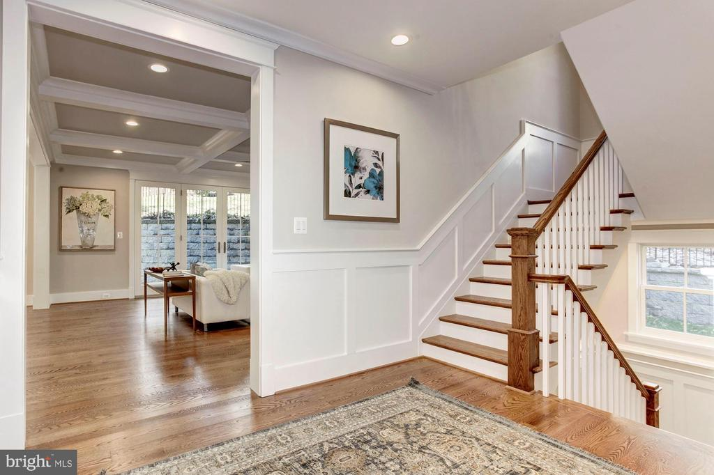 Hall Hardwood Stairs - 2322 N FILLMORE ST, ARLINGTON