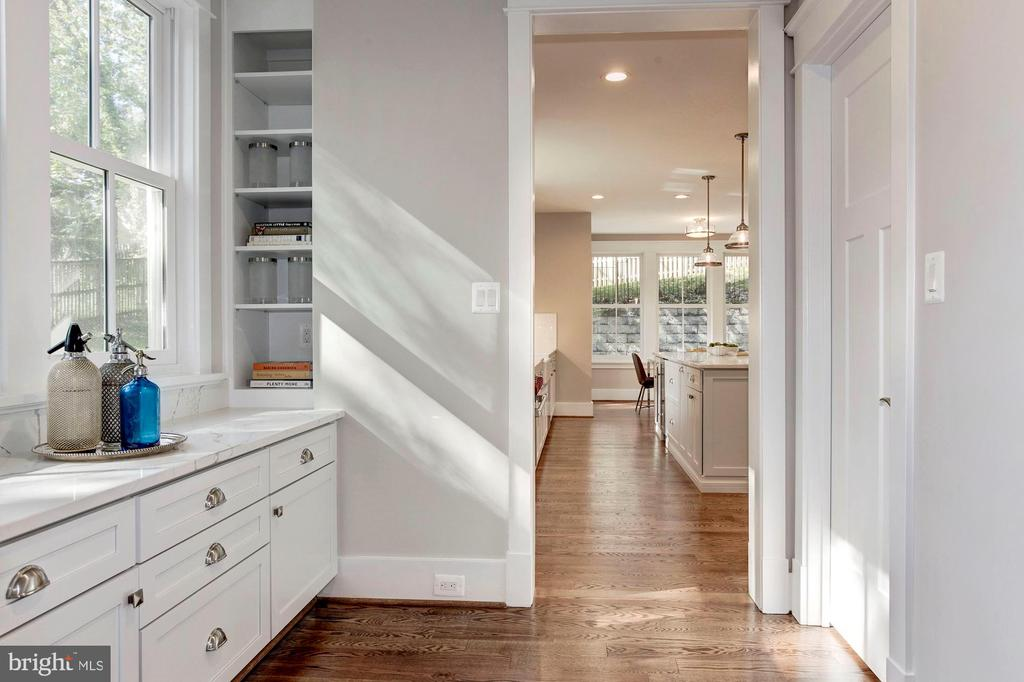 Butlers Pantry with Sink - 2322 N FILLMORE ST, ARLINGTON