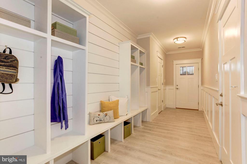 Basement Entry - Mud Room Cubbies - 2322 N FILLMORE ST, ARLINGTON