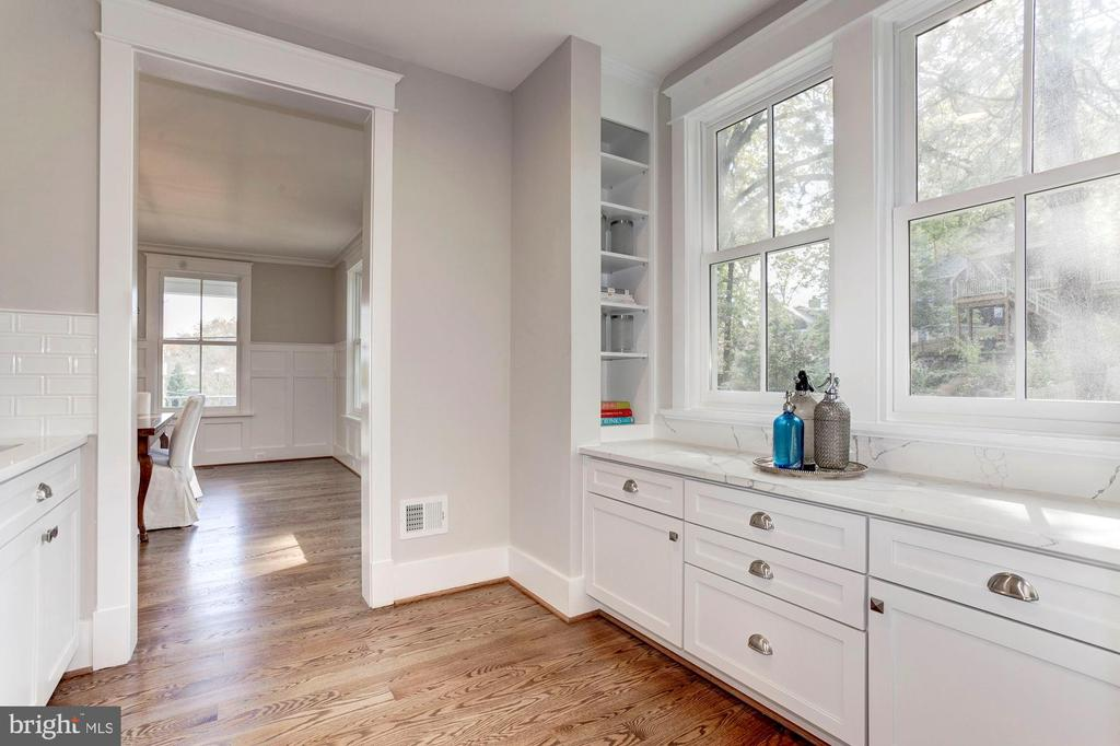 Butlers Pantry - with Built in - 2322 N FILLMORE ST, ARLINGTON