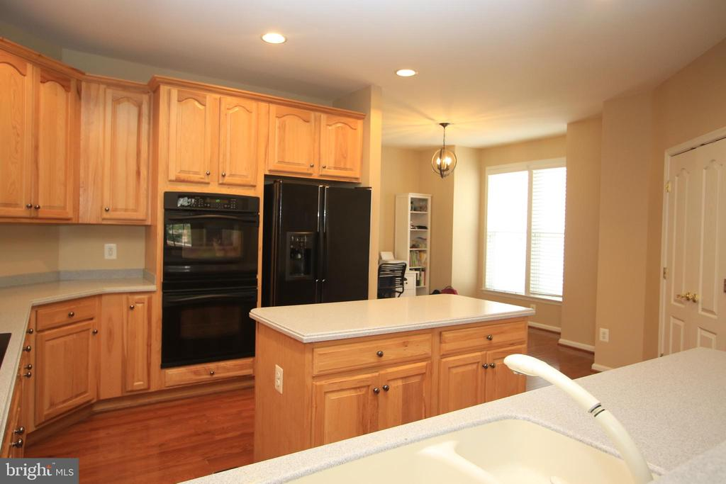 Spacious kitchen! - 21972 STONESTILE PL, BROADLANDS