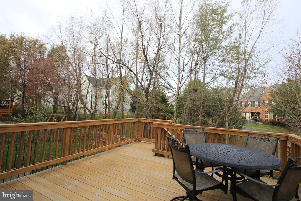 Large deck for entertaining - 21972 STONESTILE PL, BROADLANDS