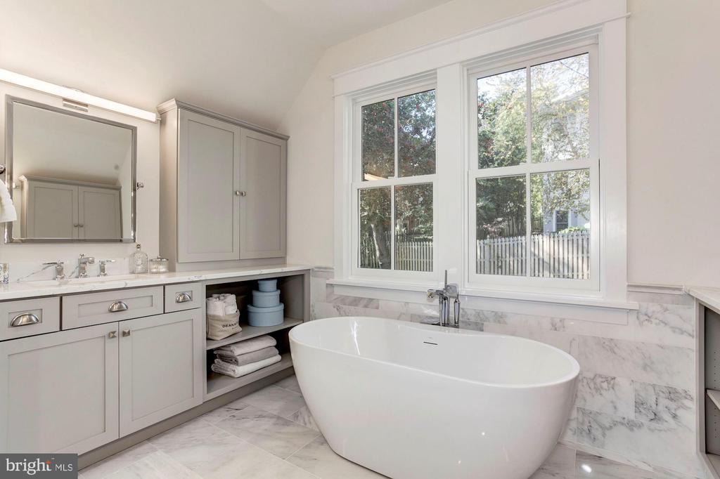 MBR Bath - 2322 N FILLMORE ST, ARLINGTON