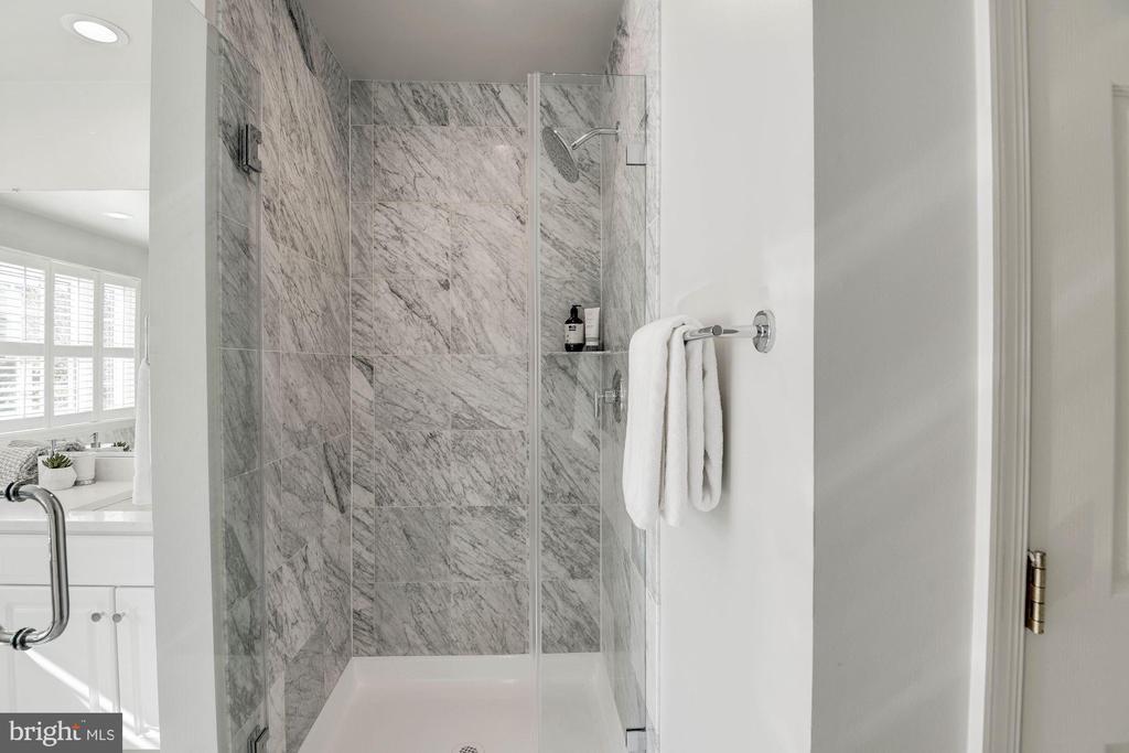 Separate Shower - 1733 22ND CT N, ARLINGTON