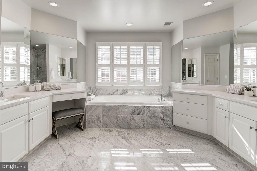 Luxurious Master Bath - 1733 22ND CT N, ARLINGTON