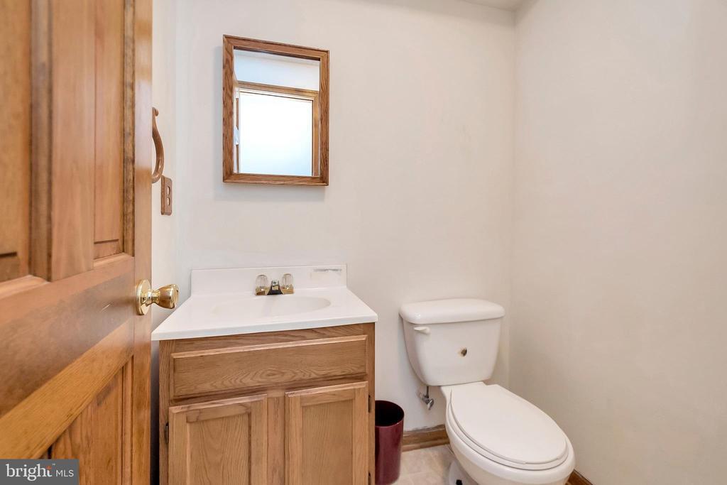 basement bathroom - 201 ESSEX ST, STAFFORD