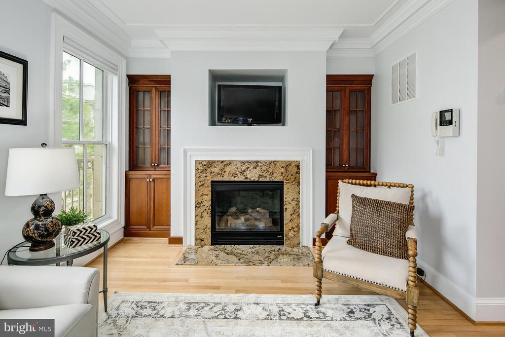 BUILT-INS & GAS FIRE PLACE IN FAMILY ROOM - 1335 14TH ST N, ARLINGTON
