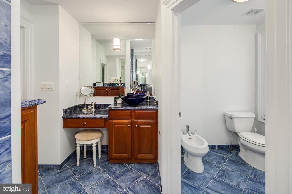 MBA HERS SINK W/MAKE-UP TABLE & ENTRANCE TO WC - 1335 14TH ST N, ARLINGTON