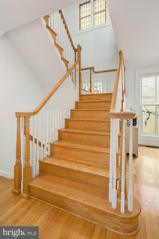STAIRS FROM KITCHEN LEVEL - 1335 14TH ST N, ARLINGTON