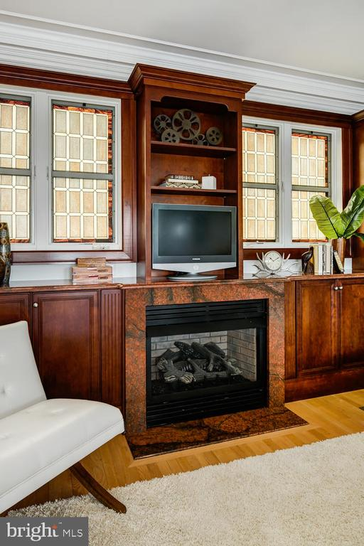 GAS FIRE PLACE IN GREAT ROOM - 1335 14TH ST N, ARLINGTON