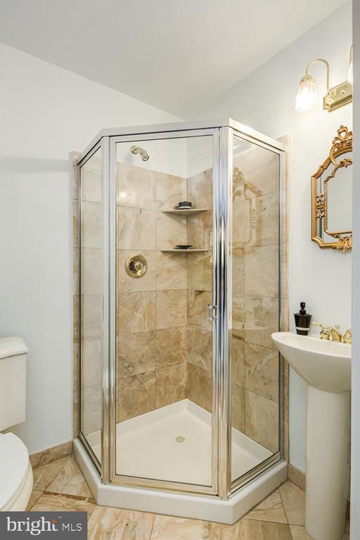 FULL BATH  OFF GREAT ROOM TOP FLOOR - 1335 14TH ST N, ARLINGTON