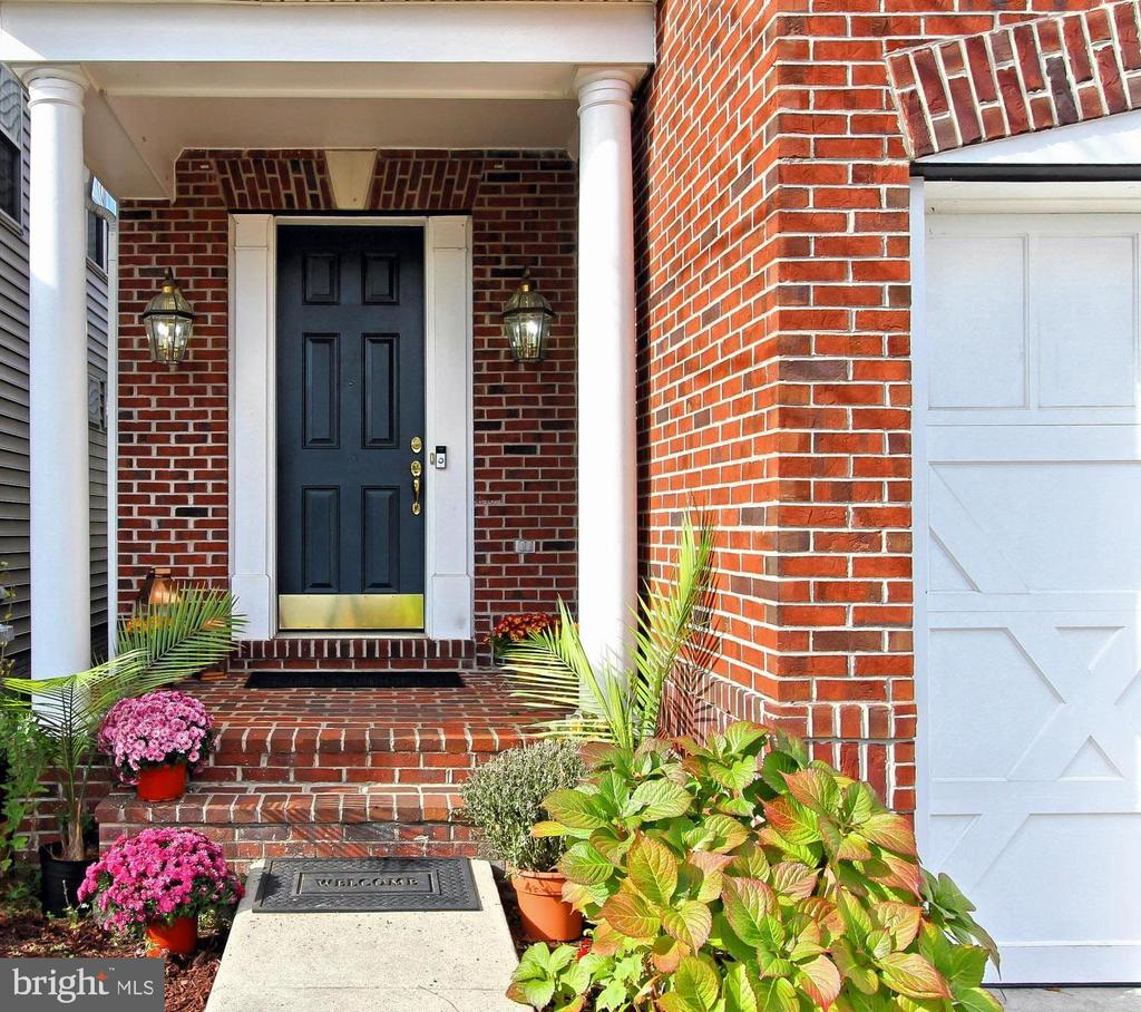 Welcoming Covered Entry - 2376 STONE FENCE LN, HERNDON