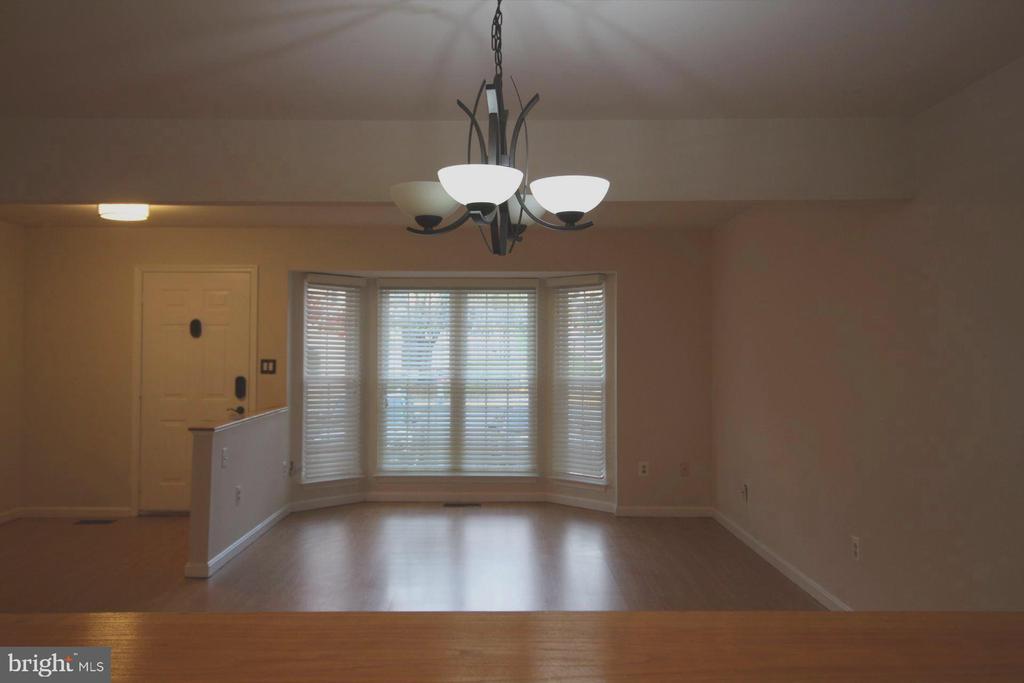 Mai n Level- Living  Living Room - 9226 KRISTY DR, MANASSAS PARK