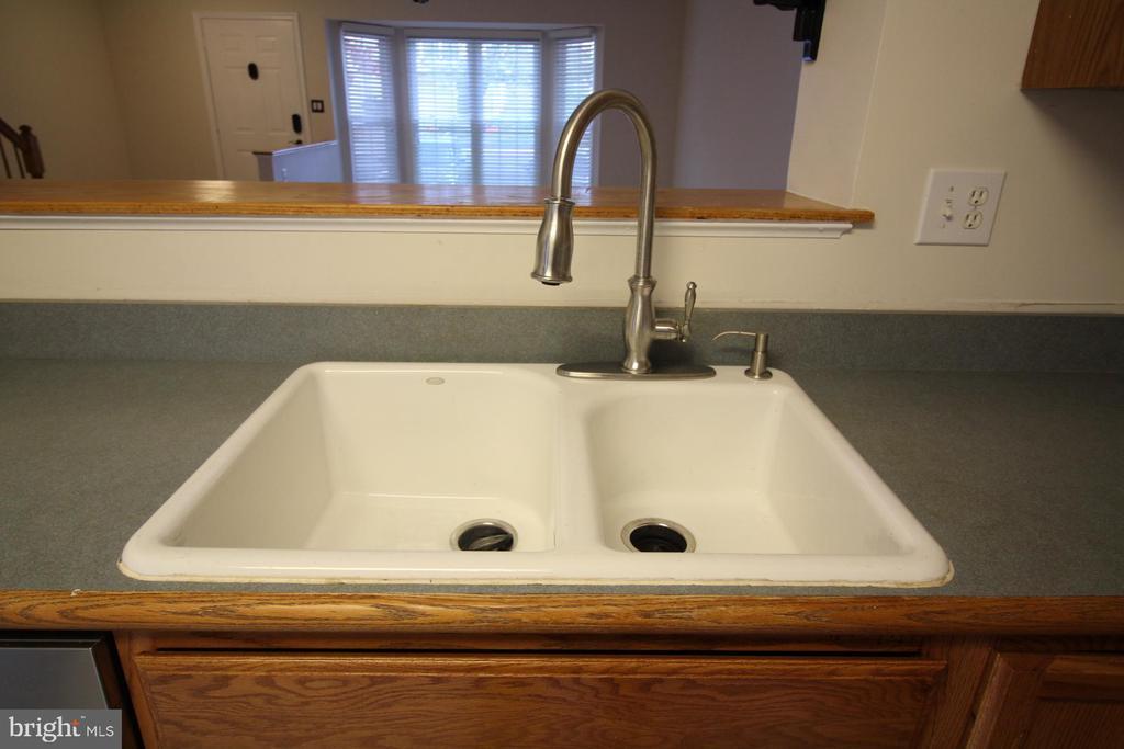 Main Level - Deep Kitchen Sink - 9226 KRISTY DR, MANASSAS PARK
