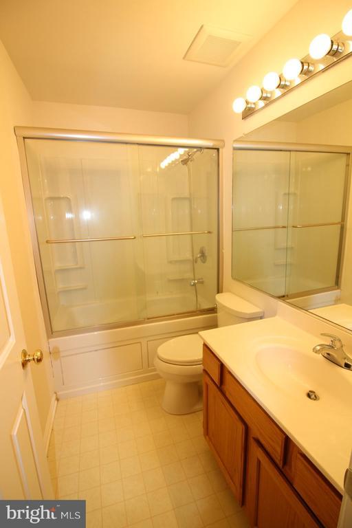 Master Bedroom Bathroom - 9226 KRISTY DR, MANASSAS PARK