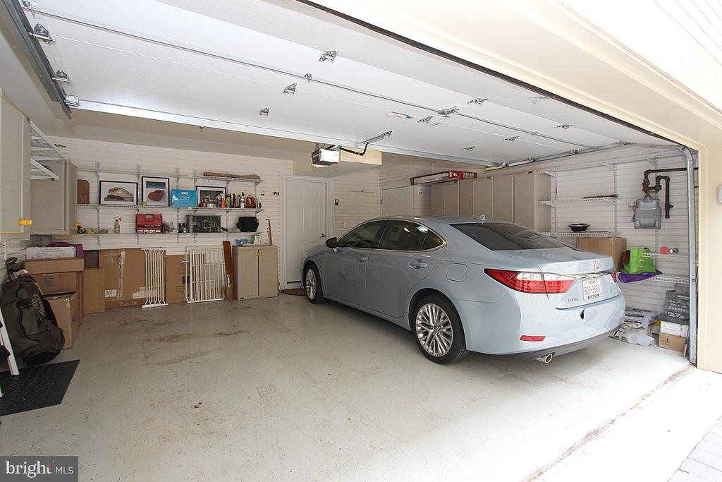 Two Full size Car garage with room for Storage - 1335 14TH ST N, ARLINGTON