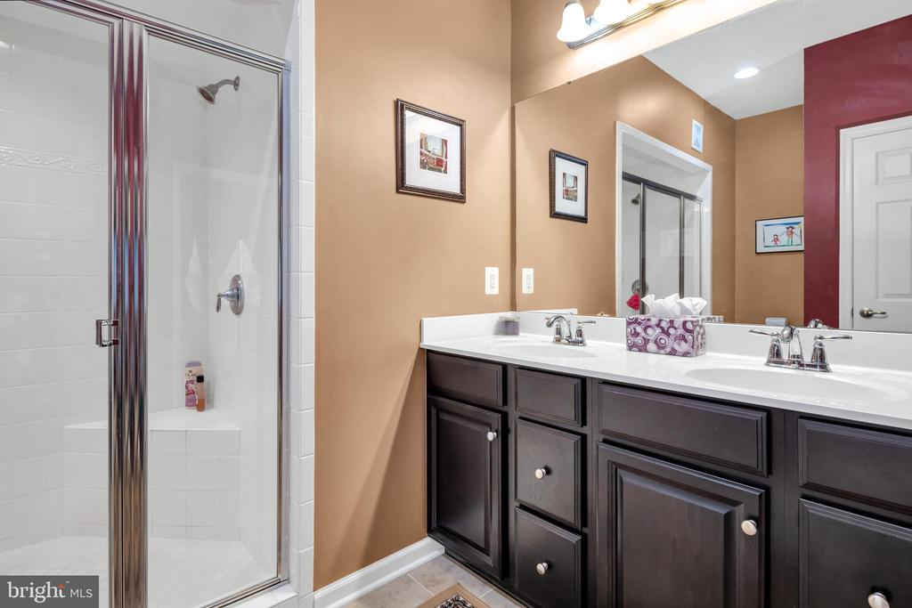 Double vanity - 21618 ROMANS DR, ASHBURN