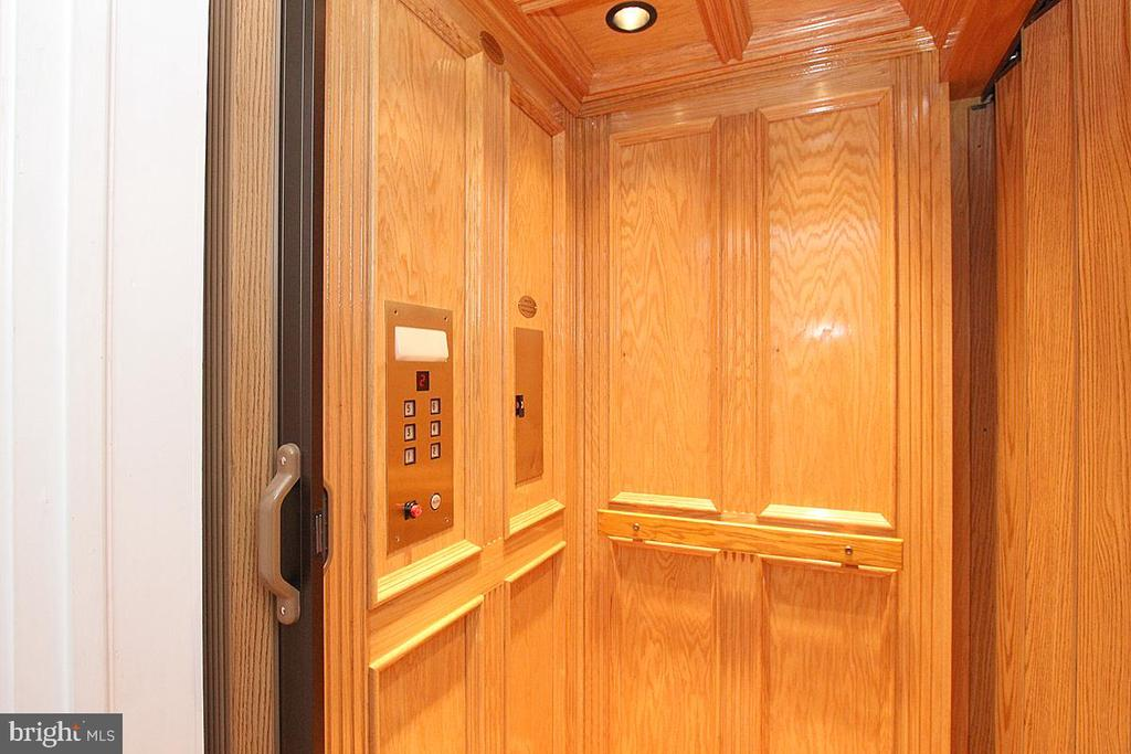 PRIVATE ELEVATOR - 1335 14TH ST N, ARLINGTON