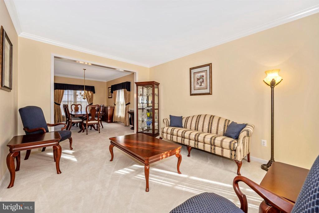 Formal Living Room opens to Dining Room - 5730 MEYER AVE, NEW MARKET