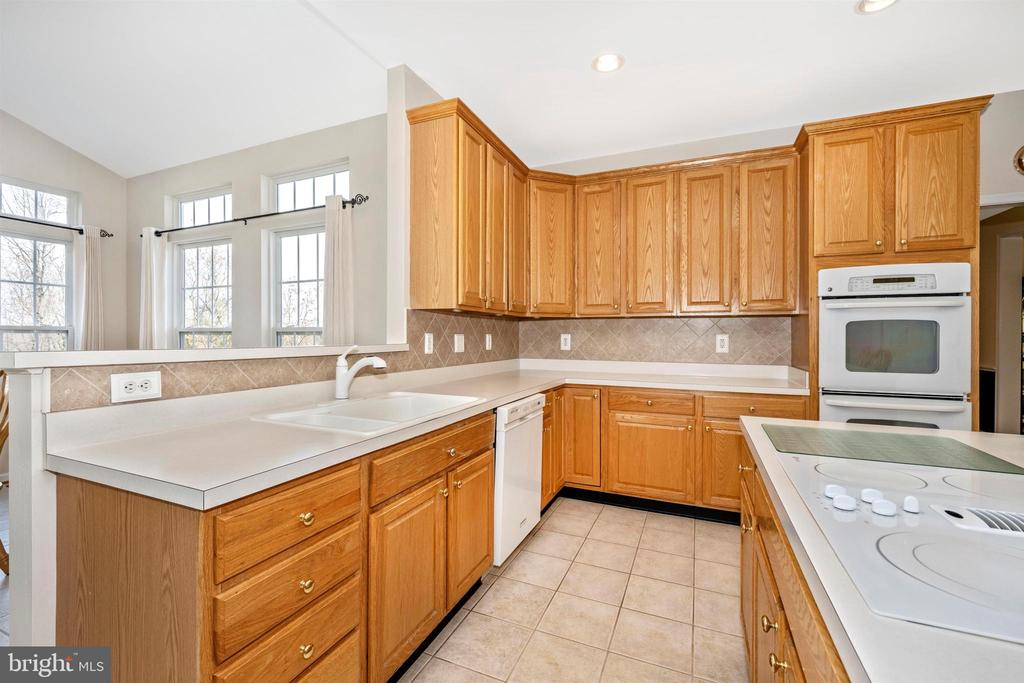 Double Wall Oven and Cook top - 5730 MEYER AVE, NEW MARKET