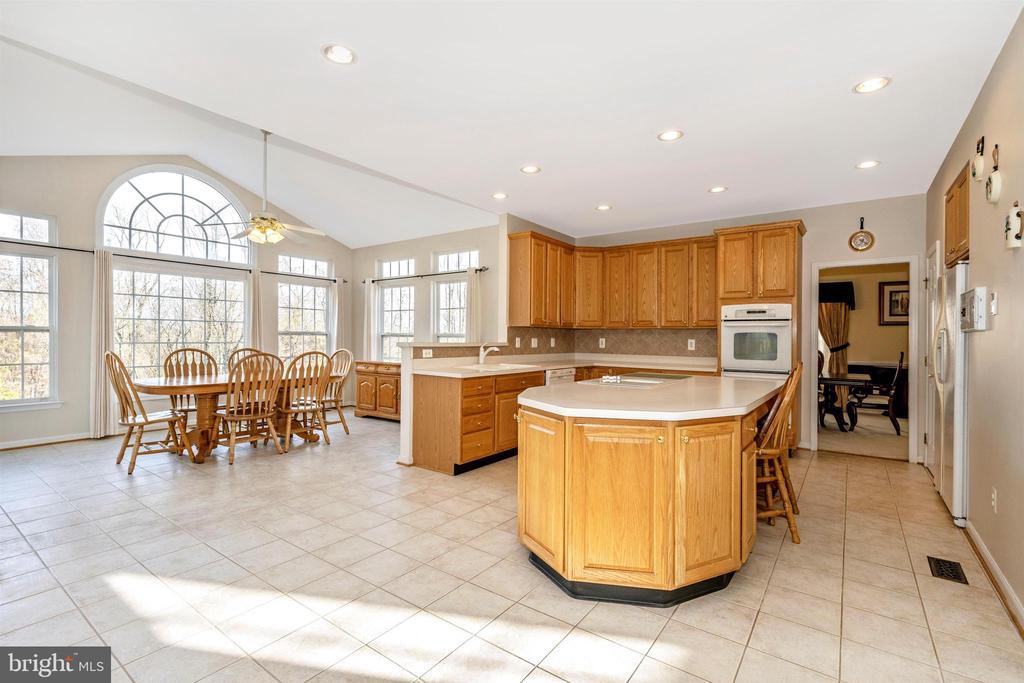 Spacious Kitchen - 5730 MEYER AVE, NEW MARKET