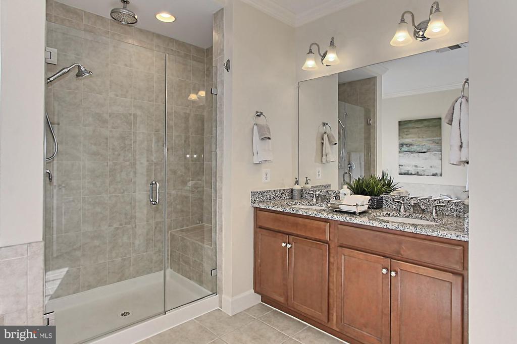 Private Water Closet, Linen Closet, Soaking Tub - 23082 BRONSTEIN LN, BRAMBLETON