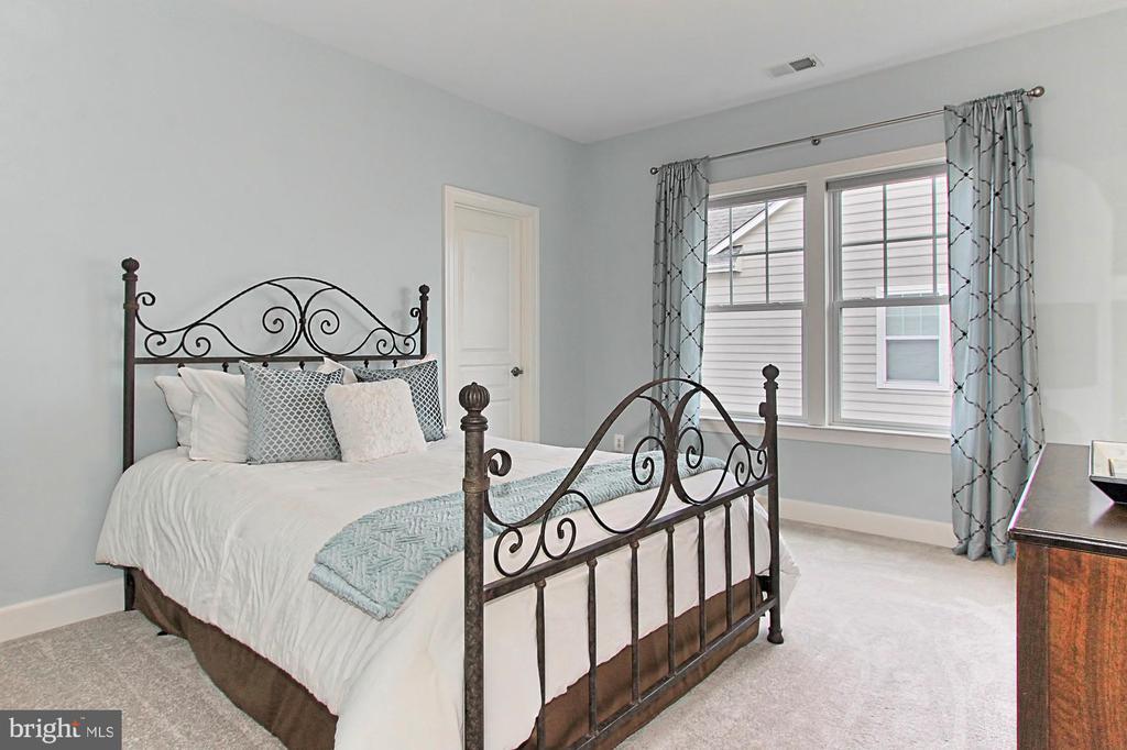 Bedroom #2 w/ Walk In Closet + Private Bath - 23082 BRONSTEIN LN, BRAMBLETON