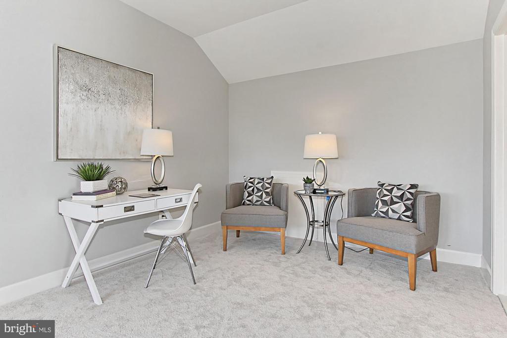 Enjoy new plush carpet, recessed lighting - 23082 BRONSTEIN LN, BRAMBLETON