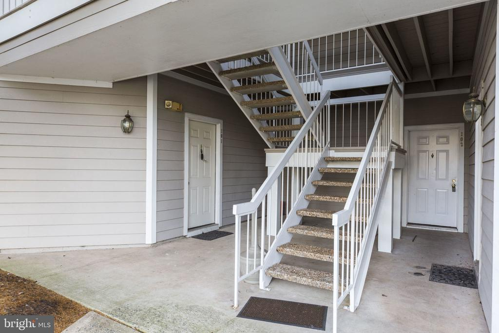 No stairs! #101 is right there to the left! - 6011 ROSEBUD LN #101, CENTREVILLE
