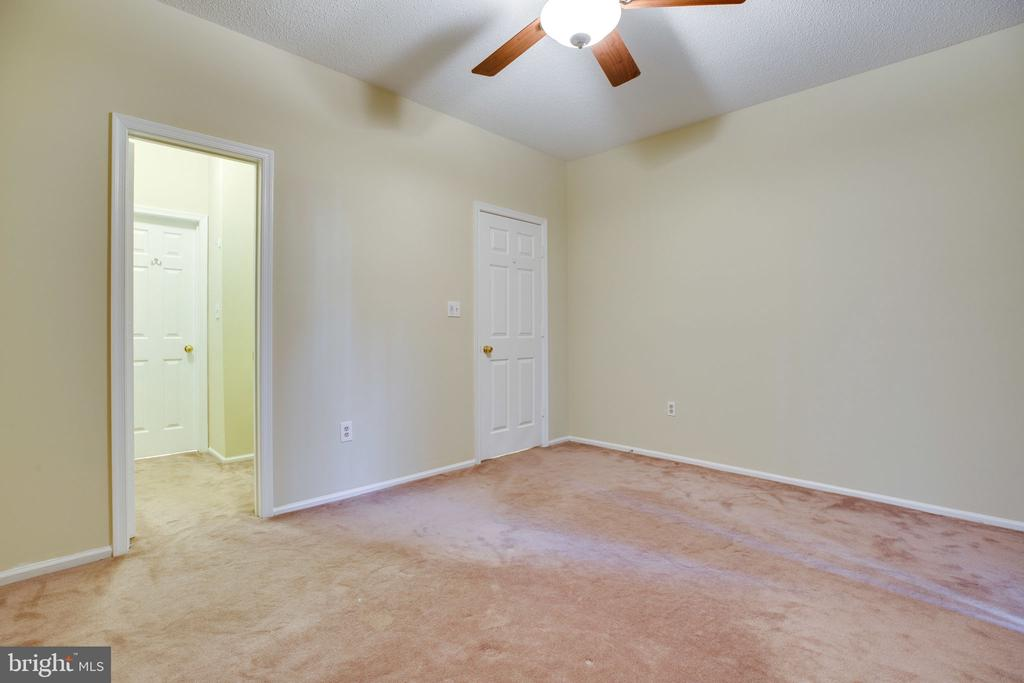 More than enough room for a king bed! - 6011 ROSEBUD LN #101, CENTREVILLE