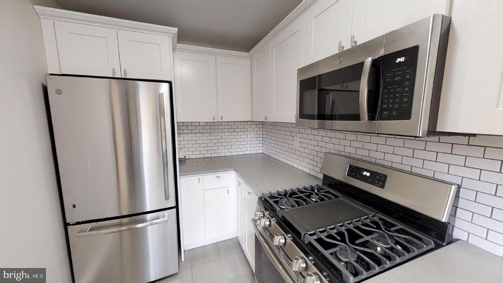 Kitchen shot 2 - Gourmet stove - 2310 14TH ST NE, WASHINGTON