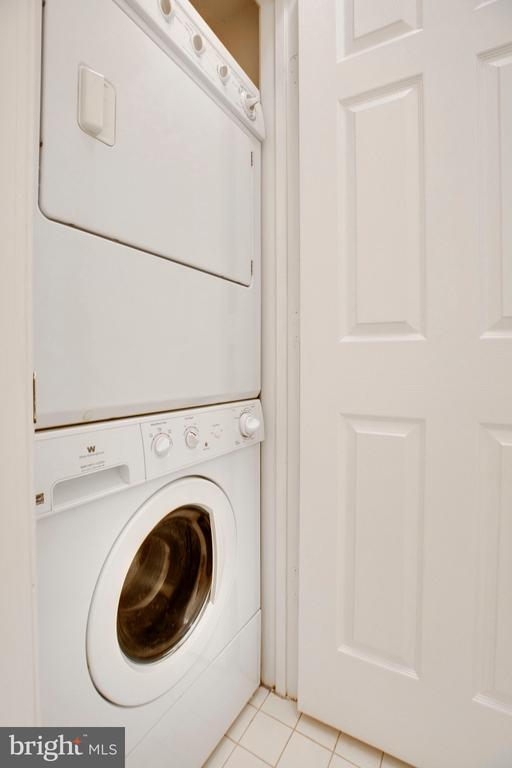 Stackable washer and dryer in unit - 6011 ROSEBUD LN #101, CENTREVILLE