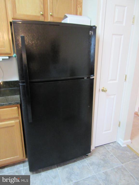 Brand NEW Kenmore refrigerator with ice maker! - 9315 PAUL DR, MANASSAS PARK