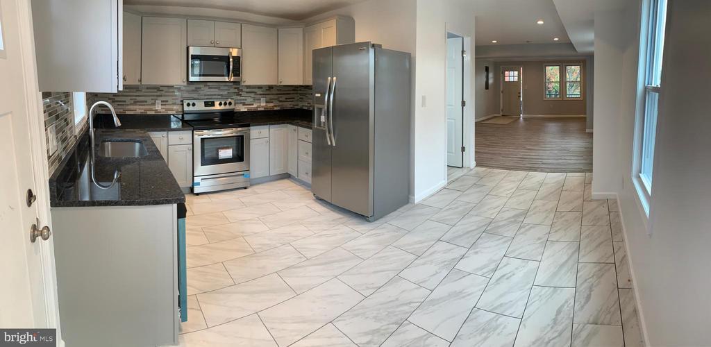 kitchen into living room/family room - 323 WOLFE ST, FREDERICKSBURG