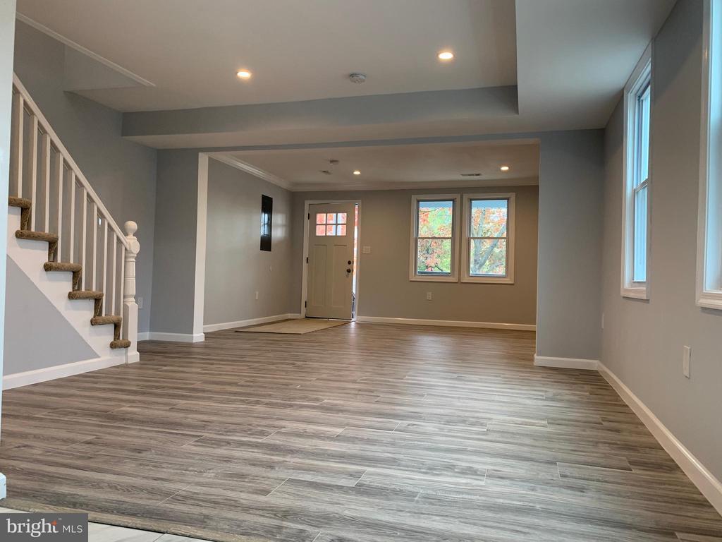 Hardwood flooring throughout lower level - 323 WOLFE ST, FREDERICKSBURG