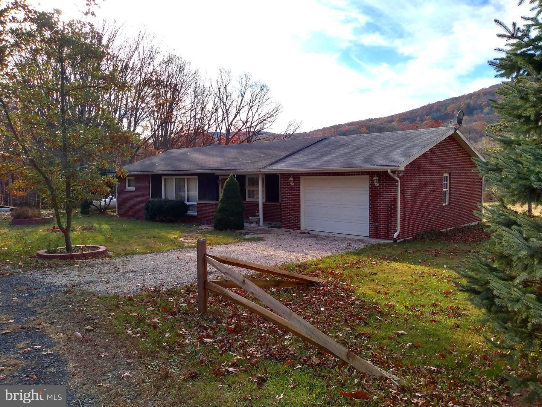 Single Family Homes para Venda às Maysville, West Virginia 26833 Estados Unidos