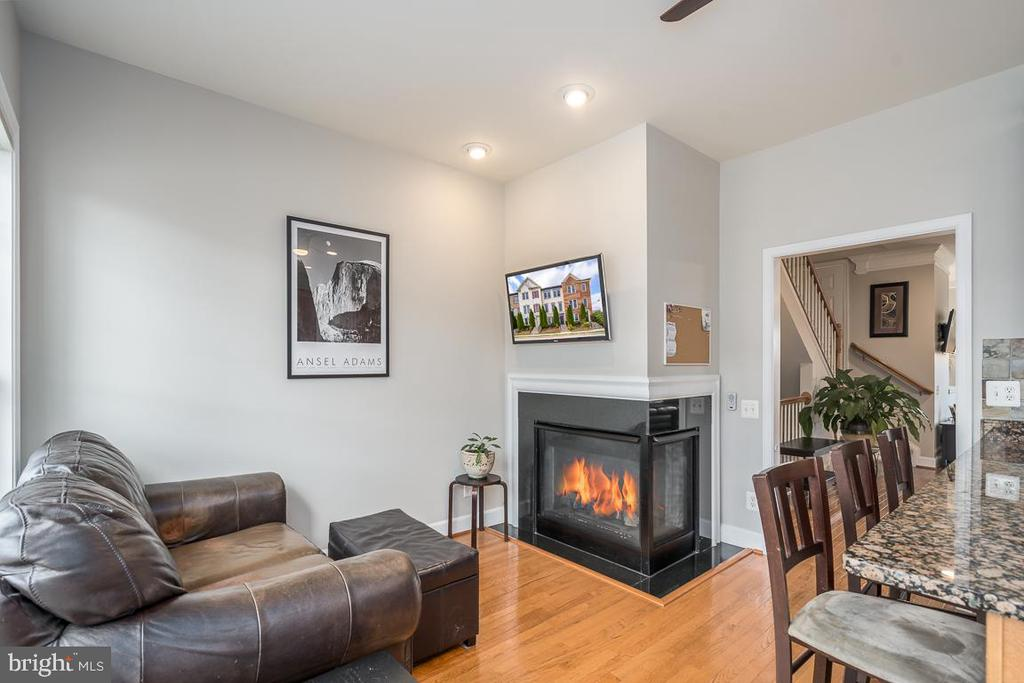 Cozy breakfast  nook with fireplace! - 191 GREAT LAUREL SQ SE, LEESBURG