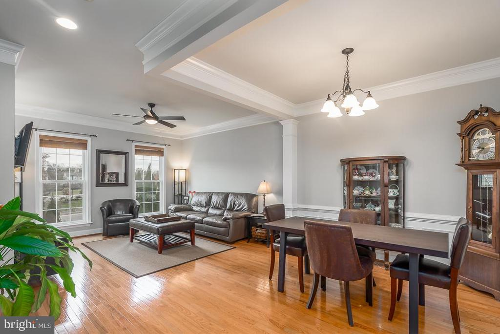Perfect floor plan for entertaining! - 191 GREAT LAUREL SQ SE, LEESBURG