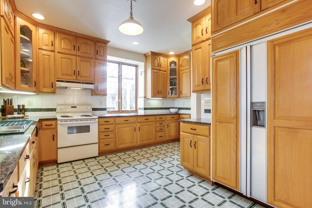 Tons of Cabinet Space! - 6317 JEFFERSON BLVD, FREDERICK