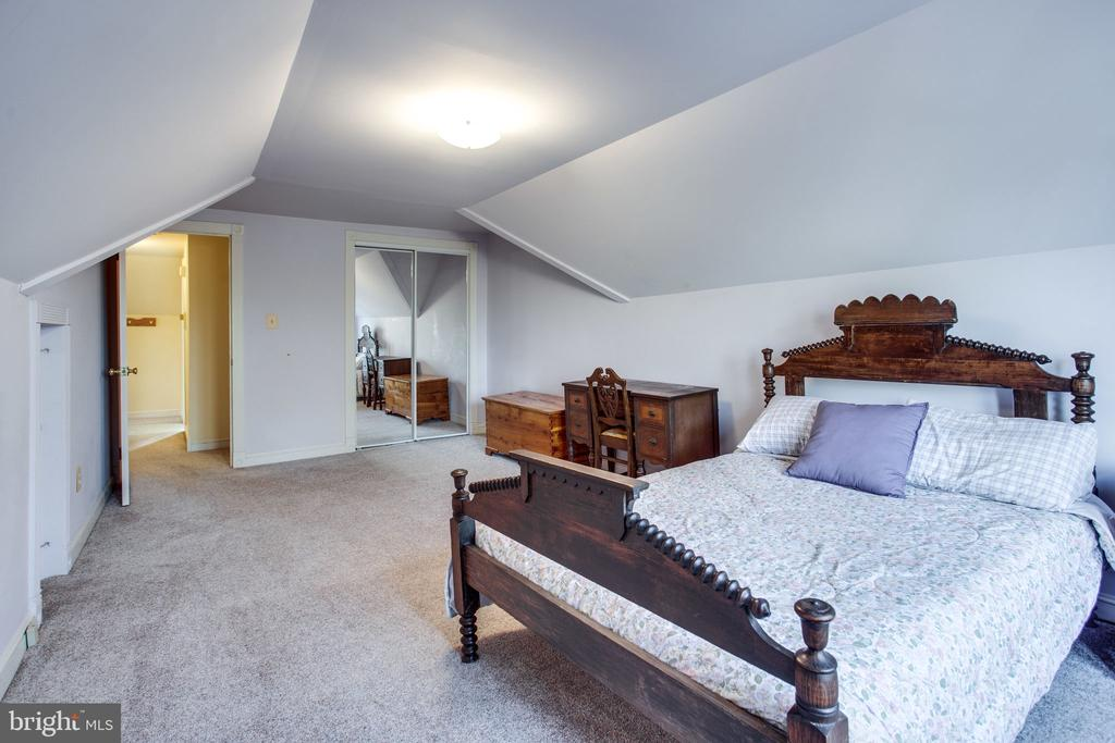 Third Floor In-Law/Au Pair Suite - 6317 JEFFERSON BLVD, FREDERICK