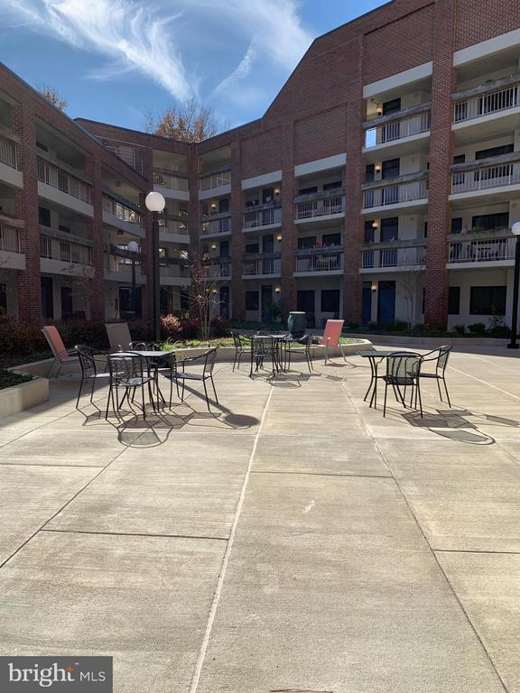 Courtyard - 1951 SAGEWOOD LN #203, RESTON