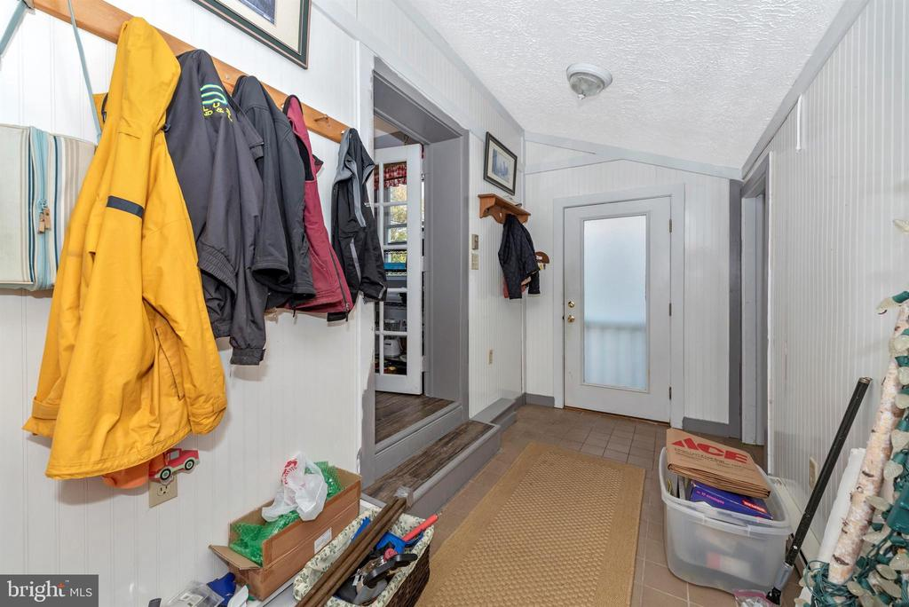 Side door mudroom perfect for inclement weather. - 108 PARK LN, THURMONT