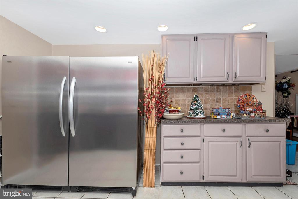 Oh, yes. Check out this fridge! - 108 PARK LN, THURMONT