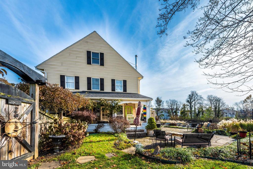 So many places for outdoor relaxation! - 108 PARK LN, THURMONT