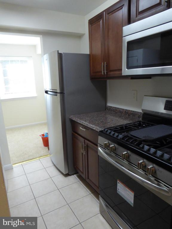 NEW KITCHEN CABINETS AND APPLIANCES - 1543 COLONIAL DR #T-1, WOODBRIDGE