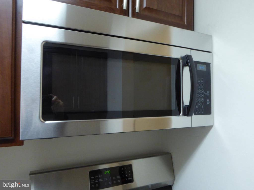 NEW MICROWAVE - 1543 COLONIAL DR #T-1, WOODBRIDGE