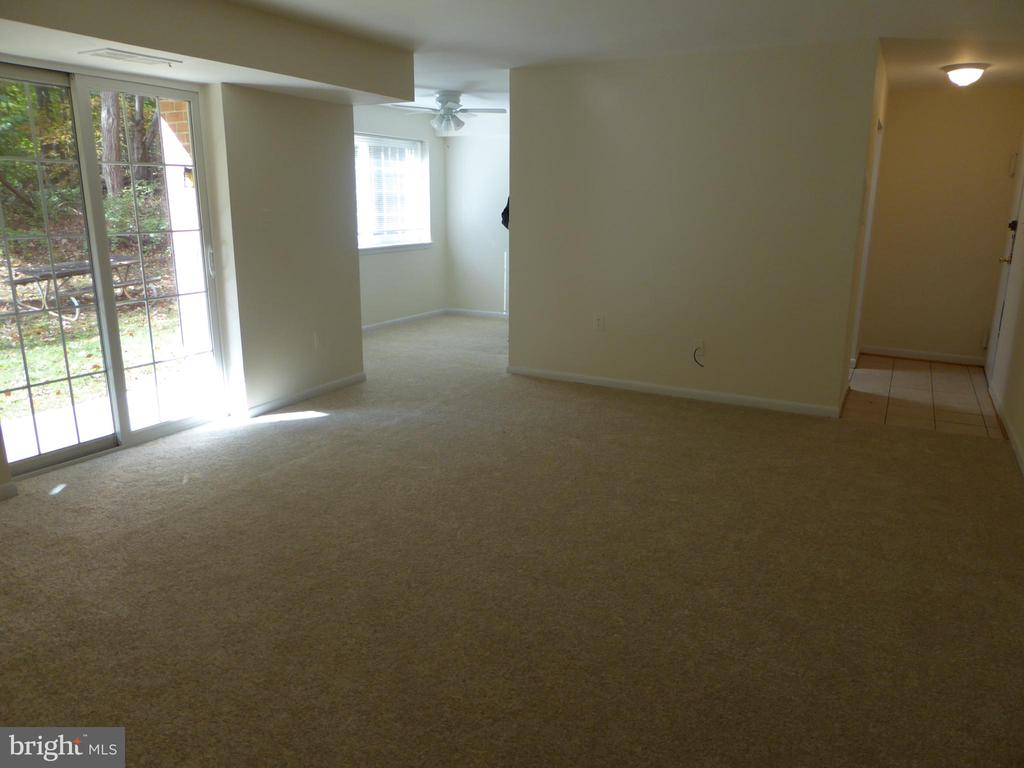 LIVING ROOM - 1543 COLONIAL DR #T-1, WOODBRIDGE